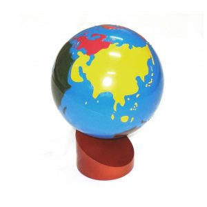 Globo del mundo con continentes de colores Montessori