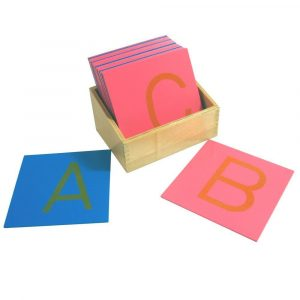 Letras de lija mayúsculas con caja Montessori