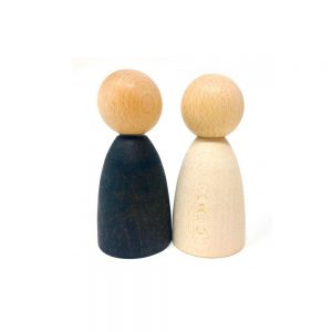 Enanos adultos de madera clara