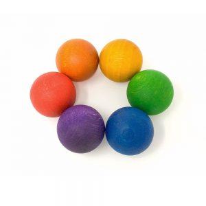 Bolas de madera arcoíris