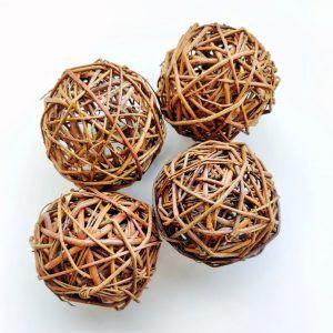 cuatro bolas de sauce naturales para juego libre