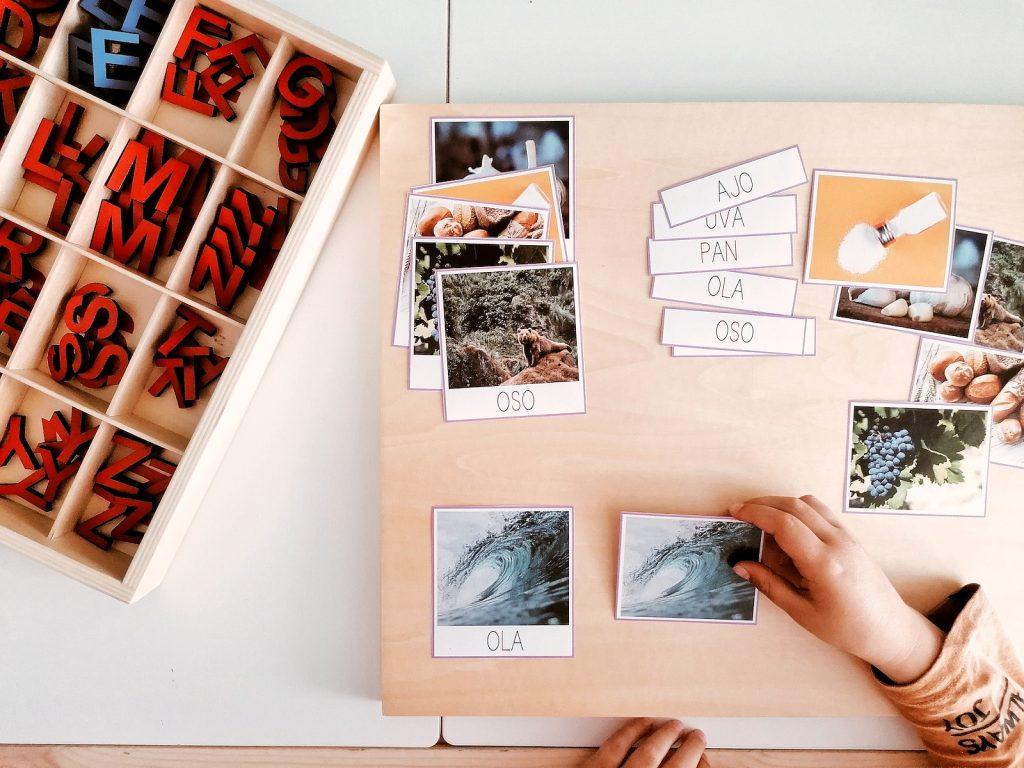 Lectoescritura serie rosa y tarjetas tres partes