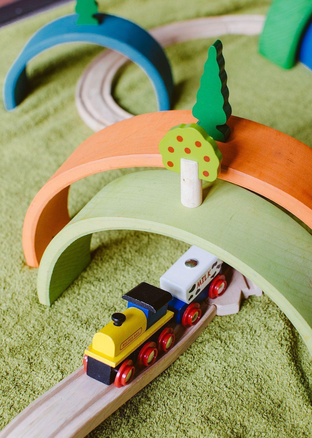 arco iris waldorf y tren de madera